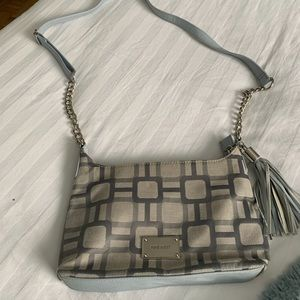 Small crossbody, PU leather and geometric fabric.